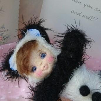 milkypop パンダの着ぐるみの幼い女の子 羊毛ドール