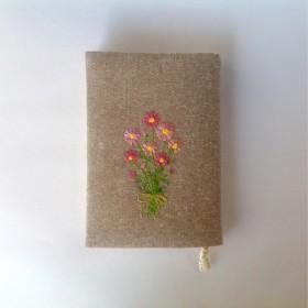 花束の刺繍のブックカバー