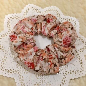 秋色シュシュ!ブラウンにピンクの花