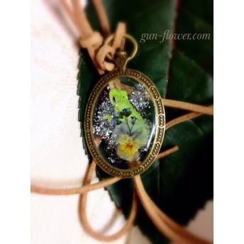 かえる(蛙)と押し花のペンダント-5「ビオラ」「忘れな草」◆ぐんぐんフラワー神戸