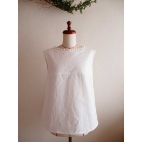 thick white flowers -french sleeve blouse-