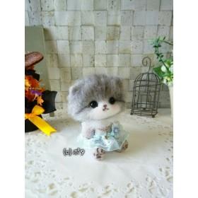 スコティッシュフォールド猫ちゃん 星のペンダント スカート お花 付き ☆ 羊毛フェルト ハンドメイド スコティッシュ 猫 グレー 灰白