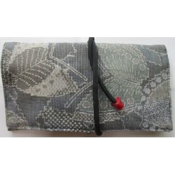 2887 蝶々の絵柄の着物で作った和風財布・ポーチ