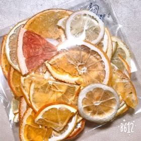久しぶりに出品出来ました!柑橘系 かけら ハーフカット 押しフルーツ 素材 沢山セット ボタニカルキャンドル ハーバリウム ドライフラワー