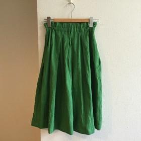 ブリリアントグリーンのギャザースカート