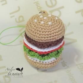 刺繍糸で作ったあみぐるみのハンバーガーストラップ