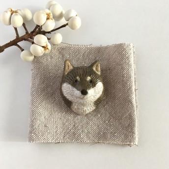 柴犬(黒)の陶土ブローチ