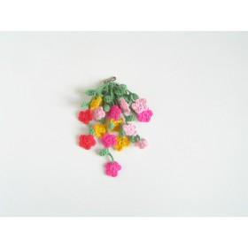 花いっぱいのカラフルブローチ