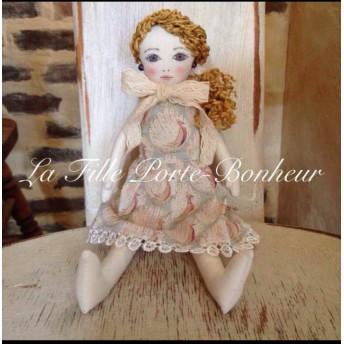 【Sold Out】リバティ生地の服を着た女の子の人形 ドール ハンドメイド