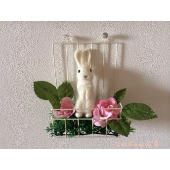 ピンクの薔薇と白うさぎさん♪
