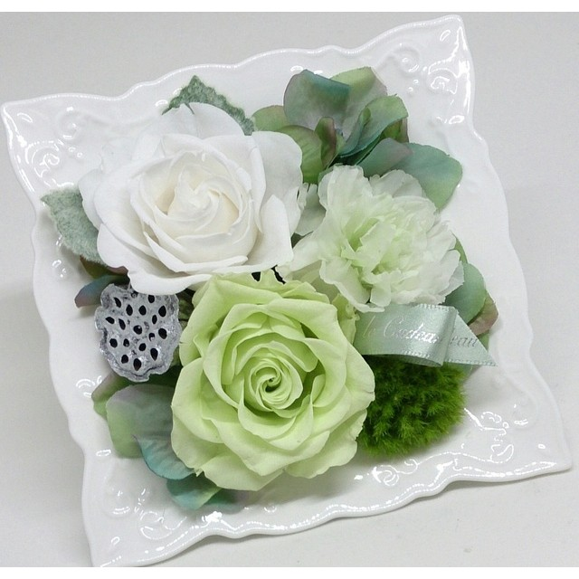 〖哀悼〗 枯れないお供えの花
