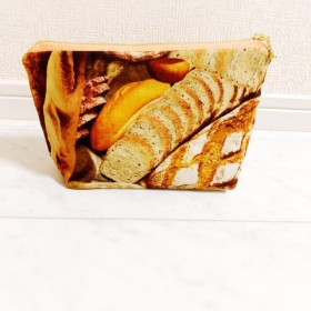 新作USA大きなパン柄ポーチ