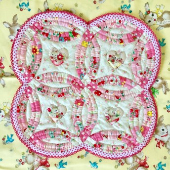 パッチワークキルト・可愛い柄のダブルウェディングリングミニキルピンク