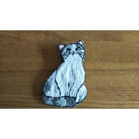 刺繍ブローチ 上目線な猫
