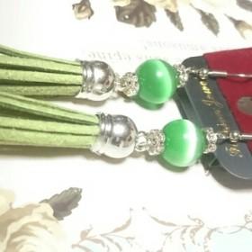 グリーンタッセルと緑色猫目石のゆらゆらピアス シルバー色