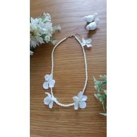 新作♪ 白い花びらがふわふわパールのネックレス