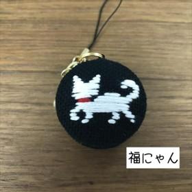 白猫と肉球のマカロンストラップ
