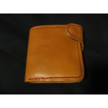 本革製、二つ折り財布(黄土色)