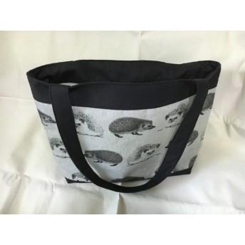 ハリネズミ柄のトートバッグ (グレー)