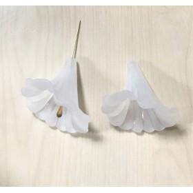 FROST WHITE FLOWER BEADS