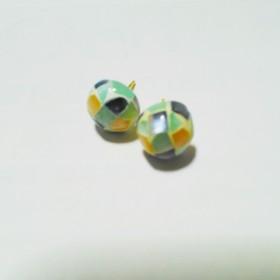 モザイクシェルブルーピアス10mm