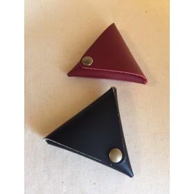 革のはしっこで作りました。三角コインケース、二個組