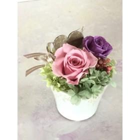 バラとペッパーベリーのミニアレンジグレーシーカップ・ピンク