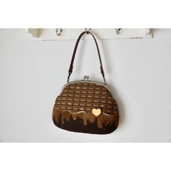 長財布が入る とろけるチョコレート がま口バッグ クッキーブローチ付き