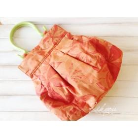 オレンジ色のプラ持ち手バッグ