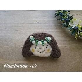 【再販】羊毛ブローチ「花冠の女の子」