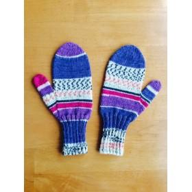 手編みの手袋 (ミトン)