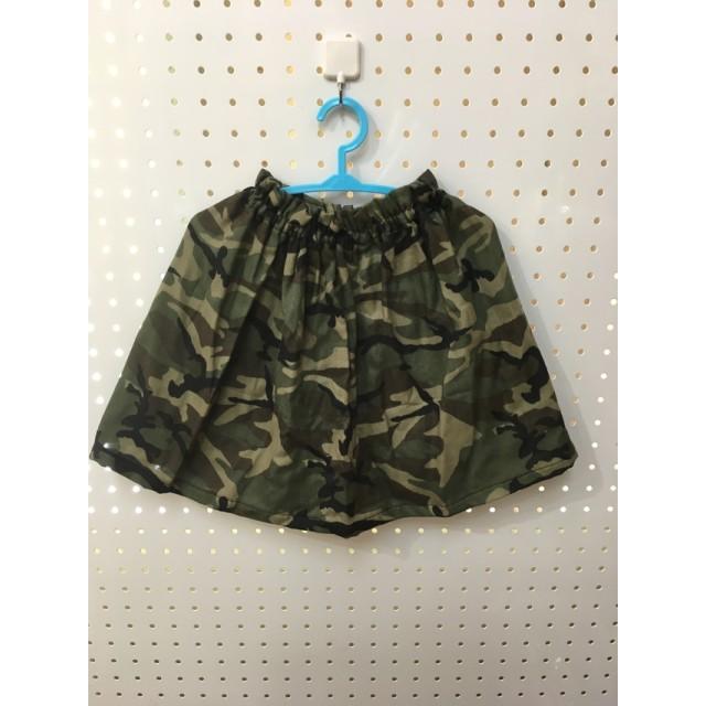 迷彩柄のギャザースカート