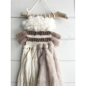 フワモコ羊毛のウォールハンギング