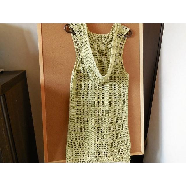 ライムグリーンのフード付き透かし編みチュニック