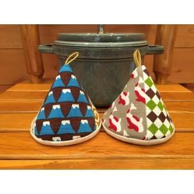 2個セット★三角鍋つかみ★staub ルクルーゼ等にいかがでしょうか? ミトン 鍋つかみ 北欧 和柄 デニム