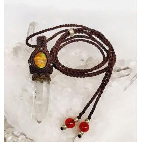 ファイヤーオパールとポイント水晶のマクラメ編みペンダント