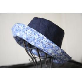 リバティの生地でネイビーの帽子。