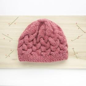 ケーブル編みのニット帽 こども