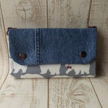 グレーくま北欧柄 少し大きめなショルダー財布