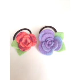 マーブル模様のバラのヘアゴム