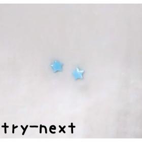 シンプルな水色の星ピアス