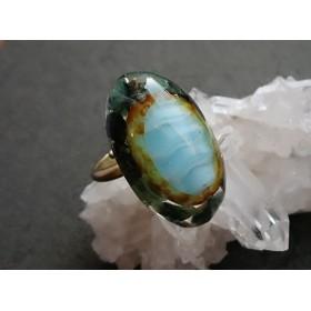 エメラルド原石とガラスストーンのリング