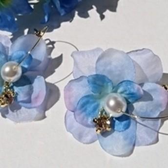 青いお花のフープピアス(半円)/チタンピアス《送料無料》