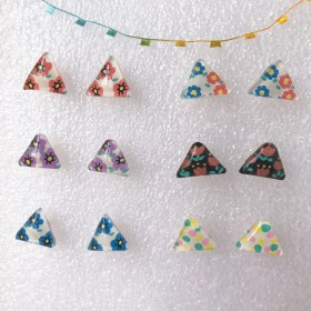 三角のピアス【プラ板】