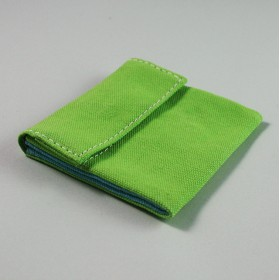 シンプルなキャンバスの財布