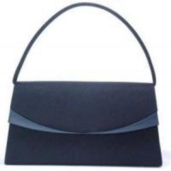綾瀬はるかさんが映画「海街diary」で持っていたブラックフォーマルバッグ