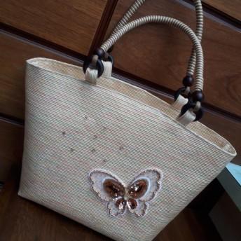 蝶モチーフのおしゃれバッグ