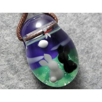 満月と黒ウサギ とんぼ玉 ガラス ネックレス No1165