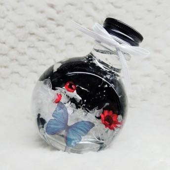 モノトーンハーバリウム 蝶々と赤いスターフラワー