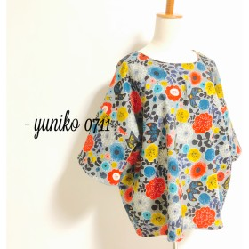 花咲くワイド袖プルオーバー